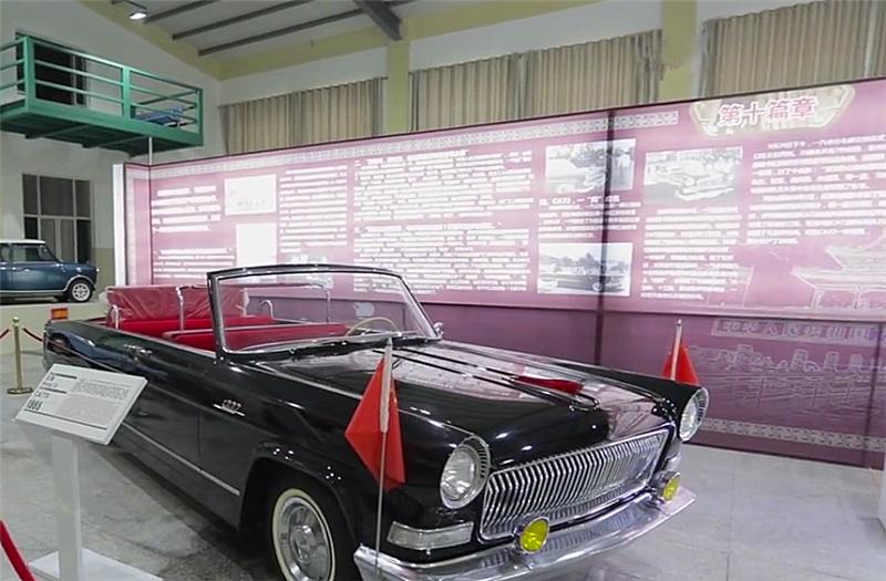 """红旗CA770现展厅,排量5.6L配MT变速箱,车头寓意""""大好河山"""""""