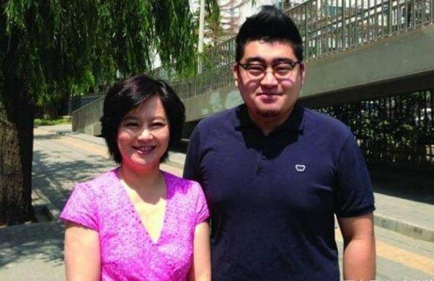 鞠萍姐姐26岁儿子好优秀!学霸一枚高大威猛长相却令人意外