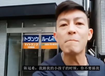 陈冠希机场再次发怒,还对路人做鬼脸,这次网友竟都站他这边!