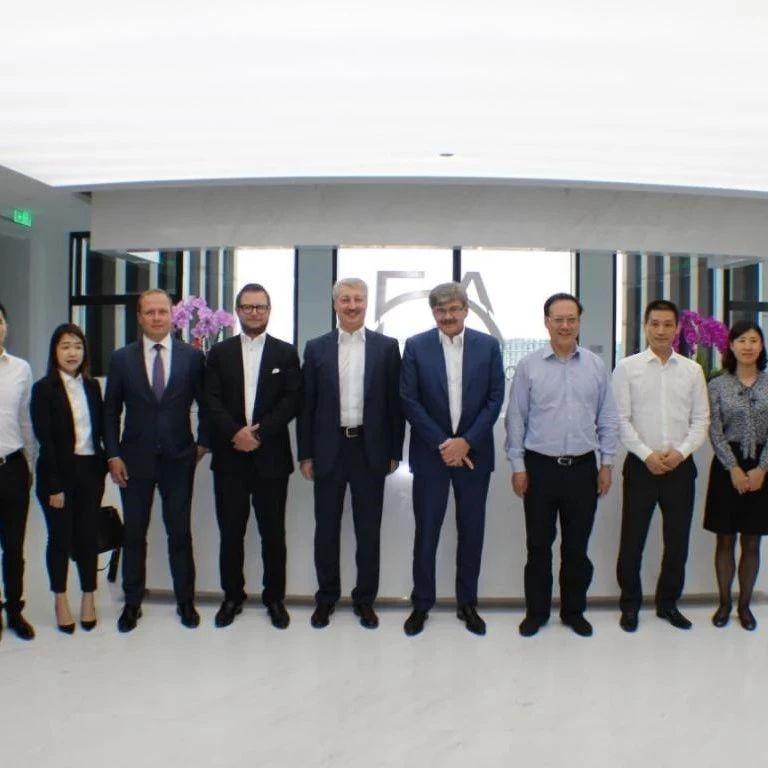 吴仕岩董事长与俄罗斯天然气工业银行副总裁洽谈融资创新