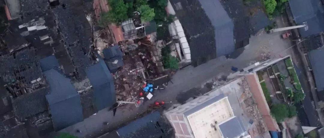 宜宾地震已致12人死亡!7岁儿子遇难,爸爸抱着他最爱的玩具痛哭