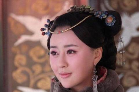 她带着孩子嫁给皇帝,孝庄对她敬重有加,子女结局悲凉