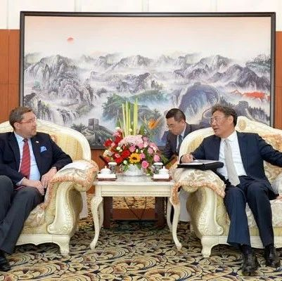 王文涛会见中东欧驻华大使代表团一行