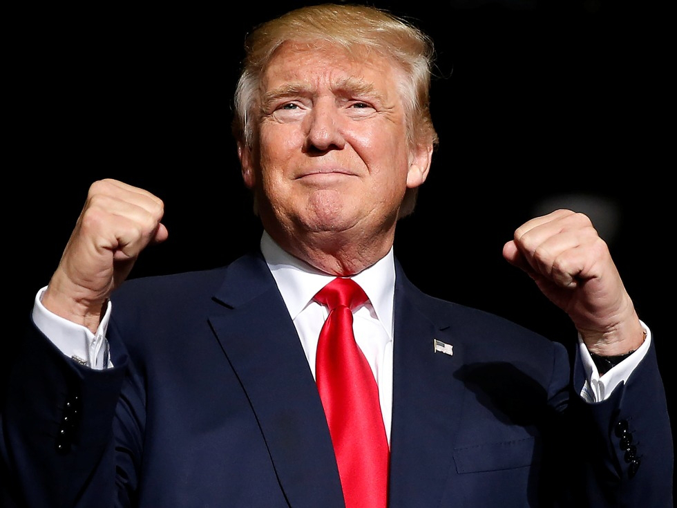 差点瞒过了全世界,大军逼近伊朗为何不打,特朗普做了一笔大买卖