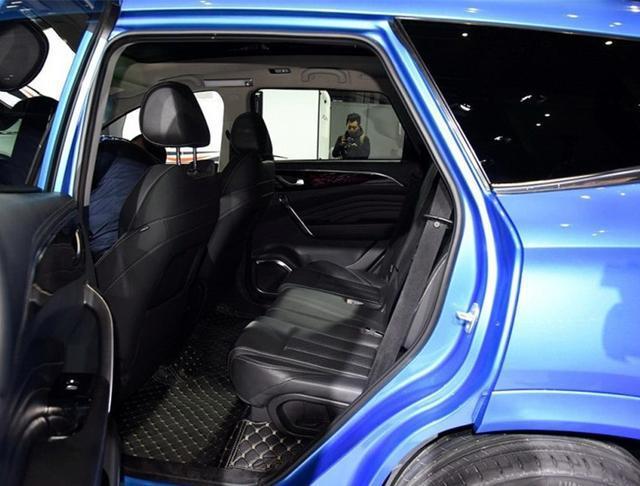 """又一国产""""黑马""""来了!车长4.8米,7座布局,或9万元起售!"""