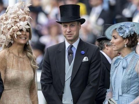 英国王室成员集体出席皇家赛马会,威廉王子为爱妻撑伞宠爱备至