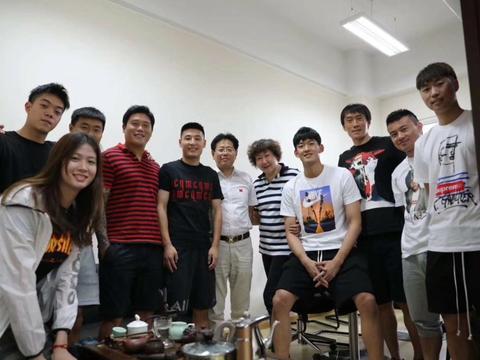 武磊等球员参加同济大学期末考试,球迷认为走过场、开卷未必及格