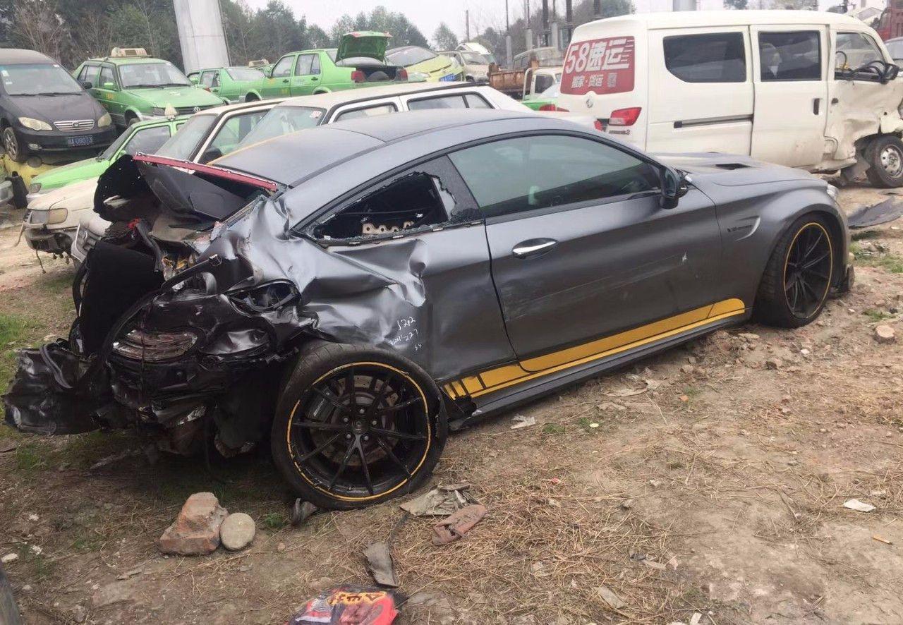 150万限量奔驰被撞,车主不修了,维修的钱可以买辆新车