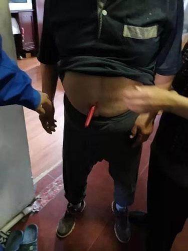 81岁老人拿起水果刀,一刀捅进自己肚子!自杀原因太心酸……