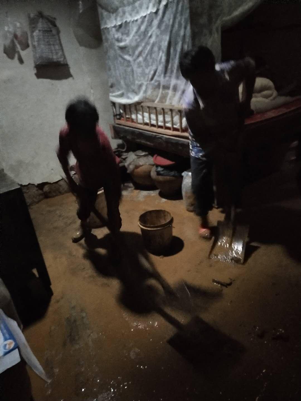 四川巴中遭遇暴雨,部分房屋倒塌