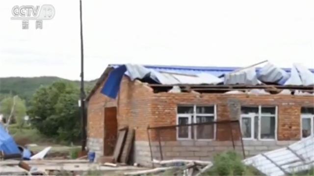 突袭!龙卷风和冰雹袭击两个村庄 房屋和农田受损 无人员伤亡