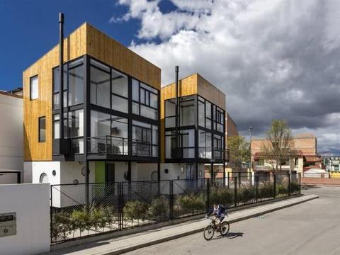 荷兰奇特小屋:由38个立方体组成房体倾斜45度,居民生活自如