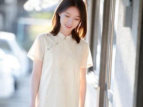 旗袍一般人不敢穿,首次挑战穿这件,清新素雅的文艺范!