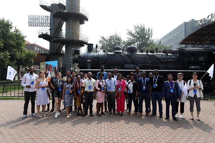 19个国家留学生走访朝阳文化产业园区