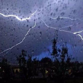 今晚开始,万州大到暴雨!伴有雷电+大风!