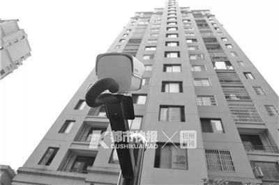小区装的防高空抛物摄像头。