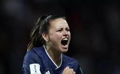 世界杯神剧本!24分钟0-3变3-3,女梅西助攻创历史