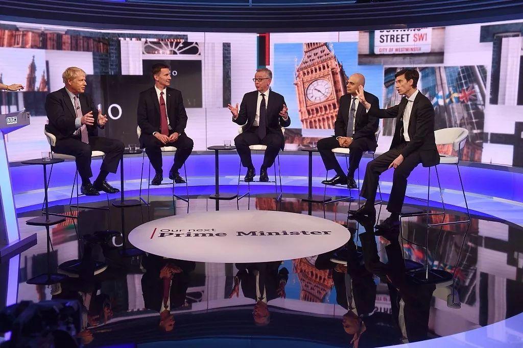 當地時間6月18日,保守黨黨首候選人進行電視辯論。/視覺中國