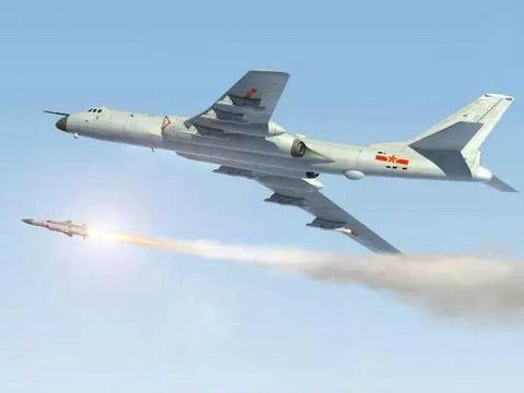 中国海军航空兵的轰6J轰炸机进行了鹰击12反舰导弹的发射试验