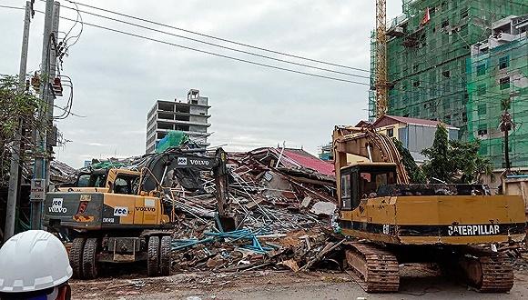 柬埔寨一建筑坍塌7死多�� 中��籍