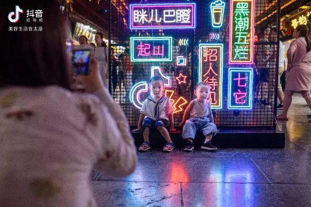 """太原古今穿越秒成""""网红""""城市?这个公司刷新了我对网红的认知!"""