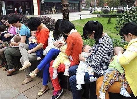 为何越来越多的妈妈放弃了母乳喂养?原因既现实又无奈