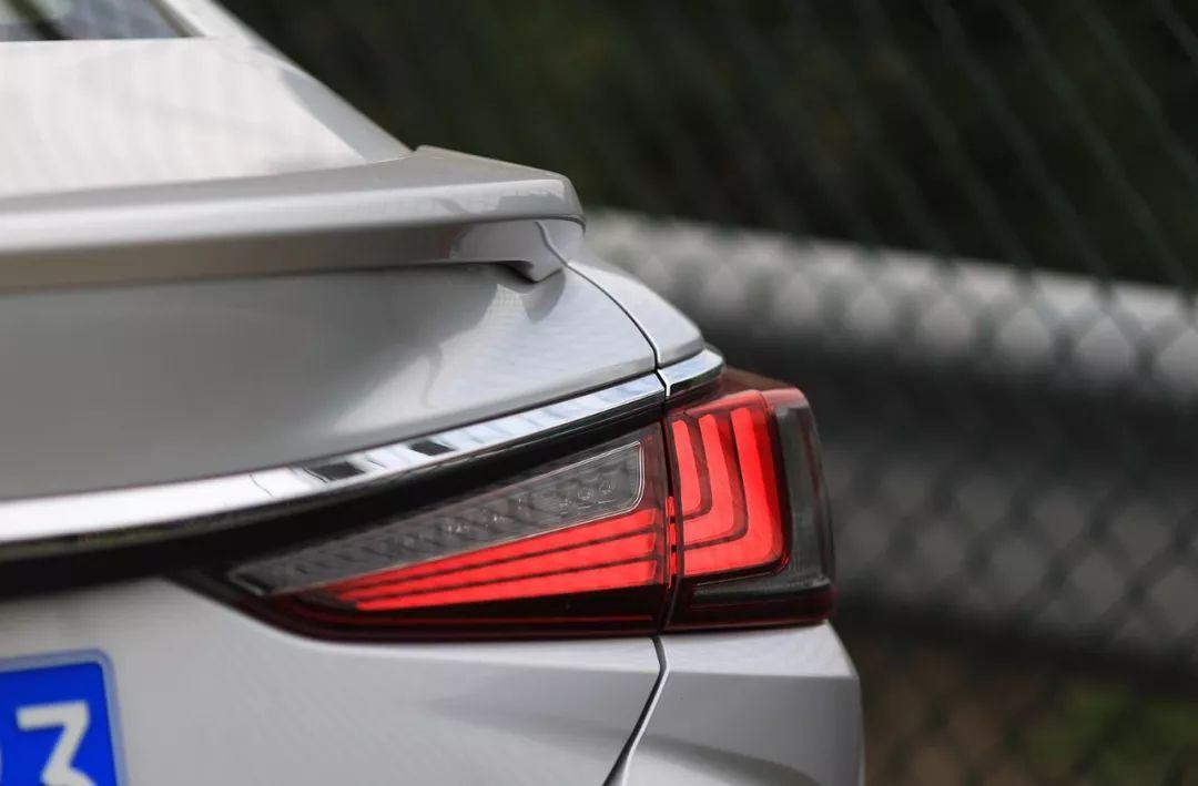 锦程说车   PHEV和混动谁更好,雷克萨斯ES300h技术比电动车还要先进?