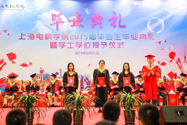 """上堂情景党课 送块小小魔方 上海电机学院鼓励毕业生成为""""中国梦亲手实现者"""""""