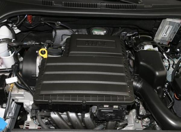 8万能落地,轴距2.6m配1.5L王牌发动机,斯柯达昕动比PoloPlus好