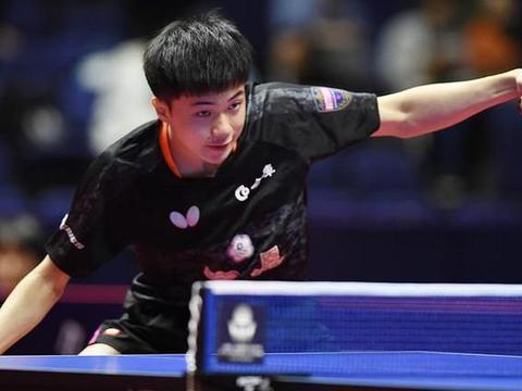 最后压轴比赛的是男单决赛,许昕对阵中国台北的18岁神童林昀儒。