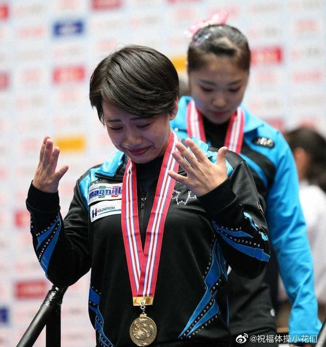 日本体操一姐夺得金牌,却因伤落选世锦赛,赛后难掩失落伤心落泪