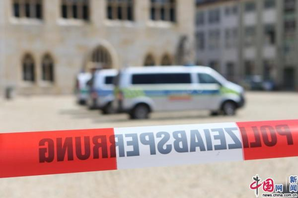 德国警方收到炸弹威胁 警察紧急疏散购物中心