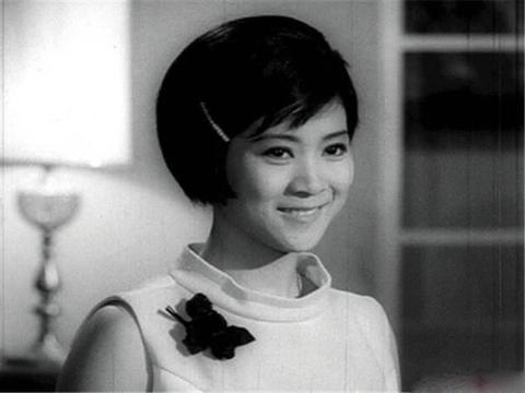 一个精致的女明星,谢贤追了她2年被拒,今72岁外孙满堂很热闹