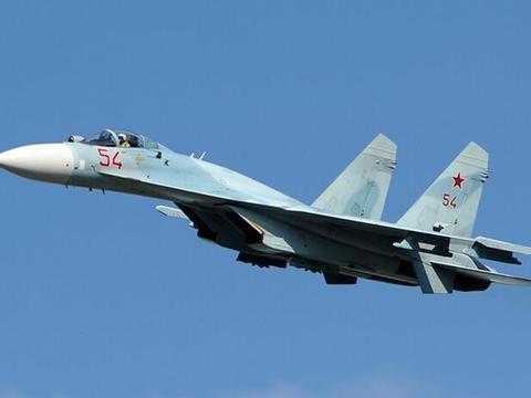 美俄关系持续紧张,美军侦察机抵近俄领空,苏27立即挂弹拦截