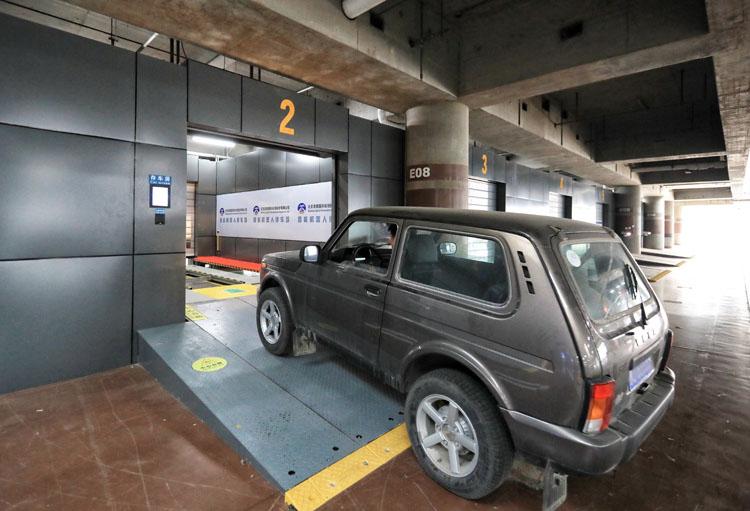 """""""机器人停车场""""本月底首都机场"""