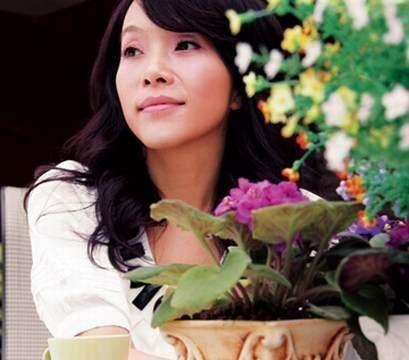 她曾是歌坛天后,却在最红时嫁给日本人,复出后还选择回国捞金