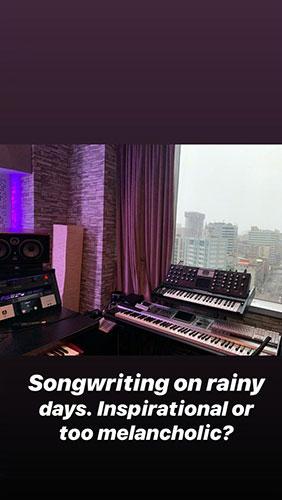 新专辑要来了?周杰伦晒照:雨天写歌是不是不太好