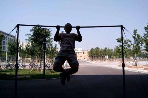 合理使用引体向上,锻炼背肌时,引体向上有这2个好处