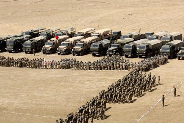 15万军队最高战备!面对挑衅普京发布罕见命令,多枚导弹已经竖起