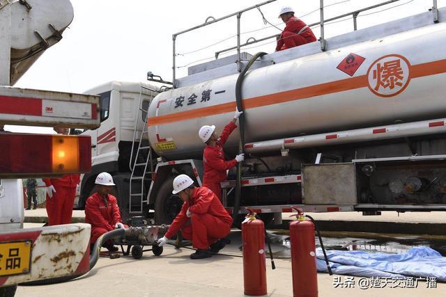 湖北省开展危险化学品道路运输车辆泄露应急处置演练