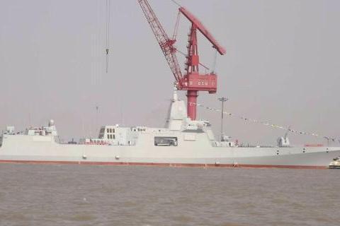 江南造船厂传来一喜讯,055型大驱2号舰开启海试,现场一片欢呼
