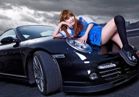 车美人更美!保时捷718和长腿车模抓拍,实实在在的车友福利