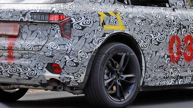 这领克看起来不大一样,路特斯Lotus全新SUV套壳测试谍照曝光