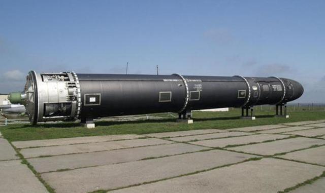 东风-41洲际弹道导弹的最大射程甚至很有可能达到14000公里