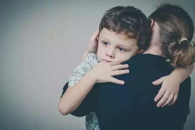 孩子遇事总爱哭?三招让爱哭的宝宝停下来