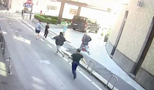 两悍匪抢劫10多万欧元 温籍三男子意大利街头勇追劫匪