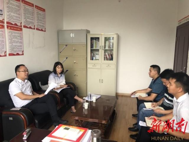湘西团州委负责人到龙山督导基层团组织规范化建设工作