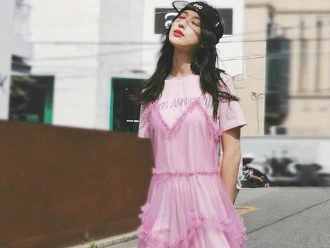 与韩国朱镇模相恋1年后分手,今T恤裙配粉色轻纱,美回颜值巅峰
