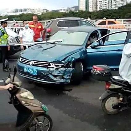 事发三亚!女司机疑似酒驾,驾车撞护栏后冲向对车道…