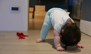 陈怡蓉晒9个月女儿萌照 小手臂胖嘟嘟可爱满分